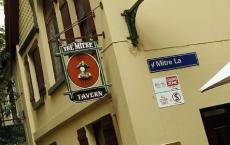 墨尔本最古老的酒吧老板利用了其中的一些秘密