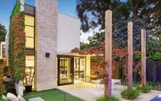 布赖顿垫与度假区的后院拍卖