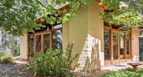 由泥砖制成的HEXAGON房屋已在Yarra Ranges上市
