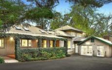 令人惊叹的1900年代Warrandyte住宅吸引了州际公路