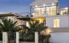 阿斯彭代尔海岸附近的一栋大房子吸引了数百万美元的销售价格